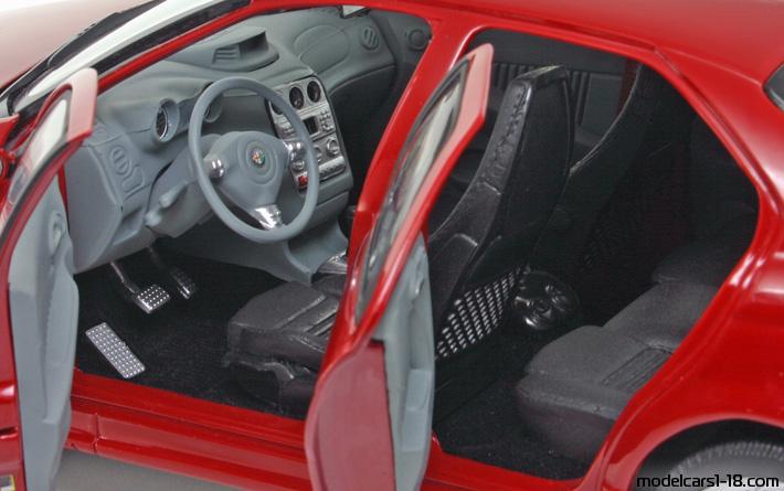 2002 - Alfa Romeo 156 GTA sedan Ricko 1/18 - Details