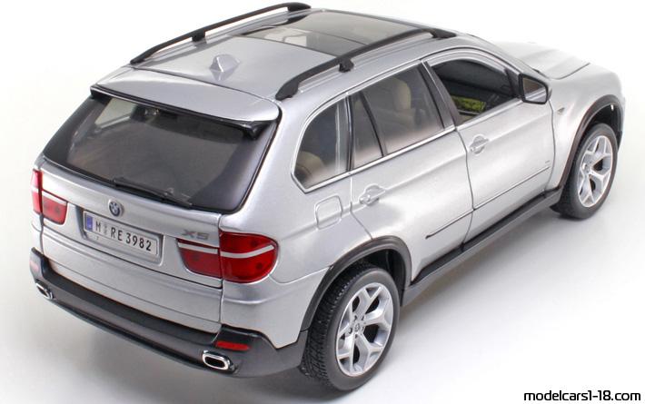 2006 - BMW X5 (E70) suv Bburago 1/18 - Details
