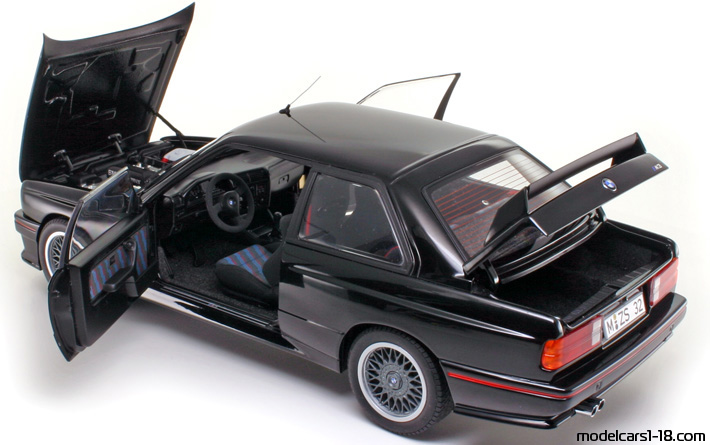 1990 - BMW M3 (E30) AutoArt 1/18 - All Opening Parts