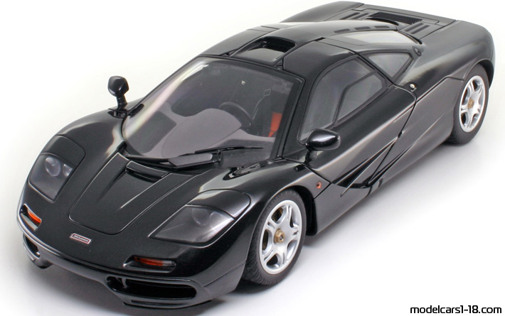 1993 - McLaren F1 AutoArt 1/18 - Front Left Side