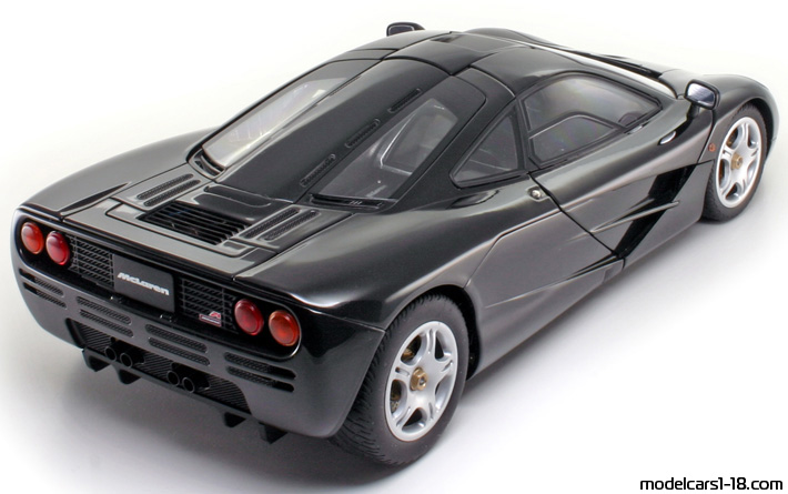 1993 - McLaren F1 AutoArt 1/18 - Rear Right Side