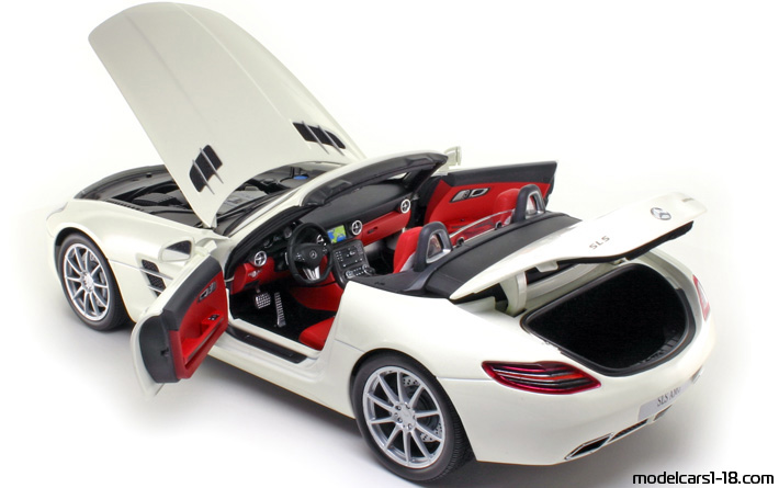 2011 - Mercedes SLS AMG Roadster (R197) Minichamps 1/18 - All Opening Parts