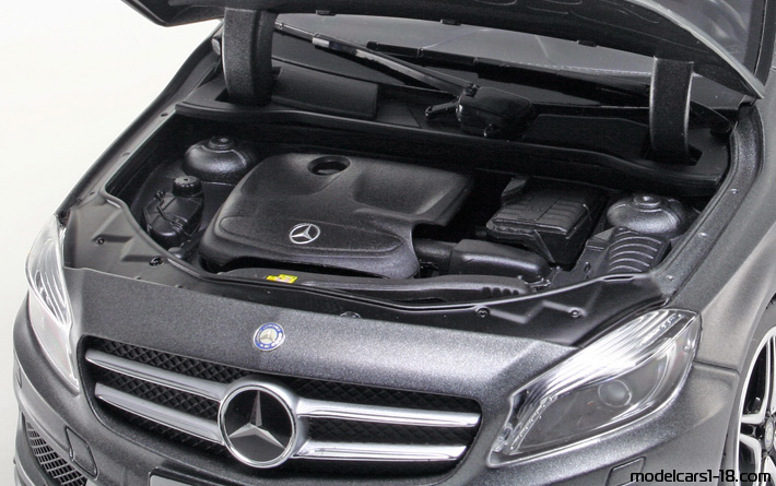 2012 - Mercedes A (W176) Norev 1/18 - Engine