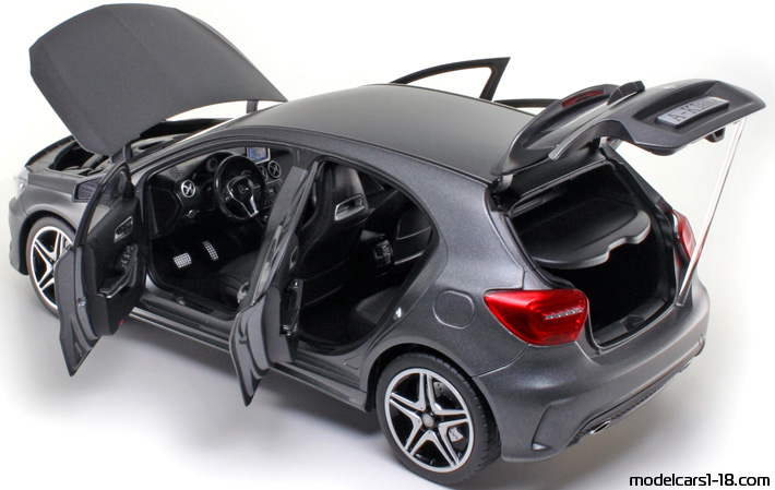 2012 - Mercedes A (W176) Norev 1/18 - All Opening Parts