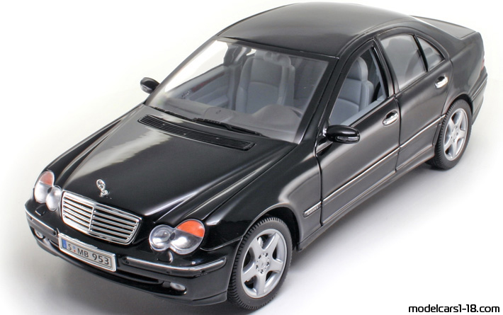 2000 - Mercedes C 320 (W203) Welly 1/18 - Front Left Side
