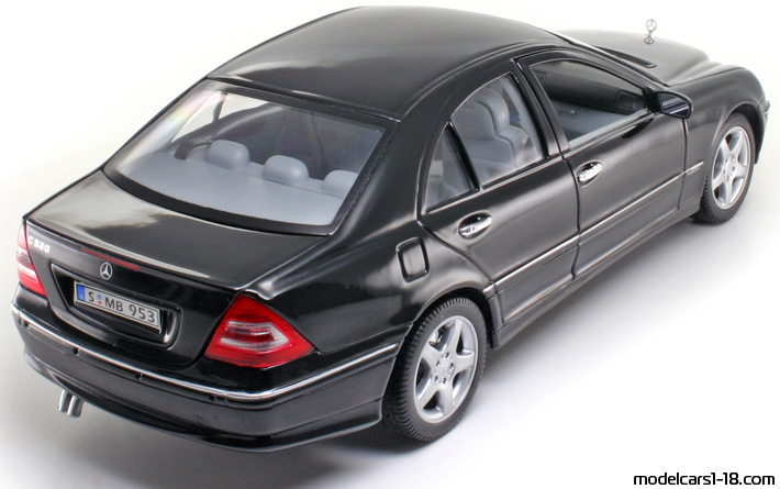 2000 - Mercedes C 320 (W203) Welly 1/18 - Rear Right Side