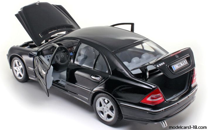 2000 - Mercedes C 320 (W203) Welly 1/18 - All Opening Parts