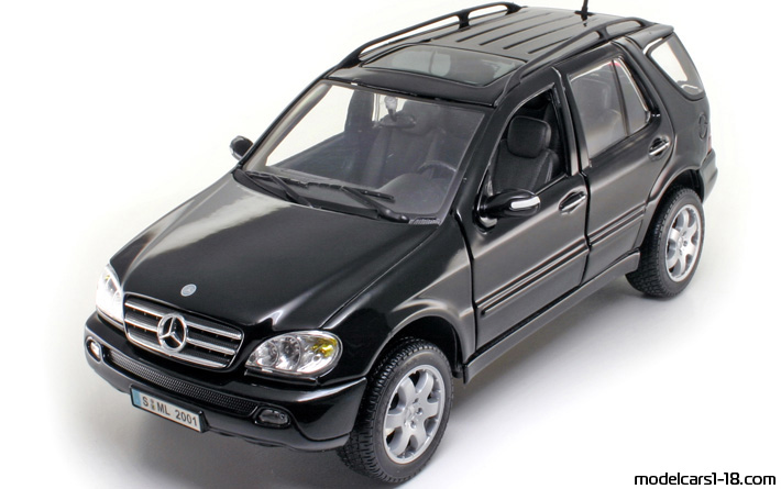 2001 - Mercedes ML 320 (W163) Maisto 1/18 - Front Left Side