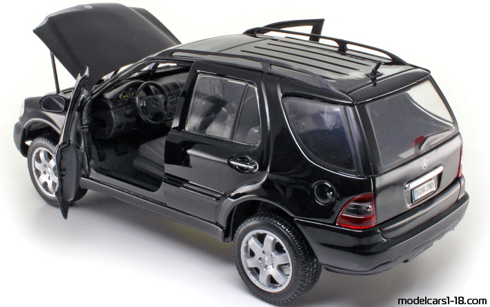 2001 - Mercedes ML 320 (W163) Maisto 1/18 - All Opening Parts