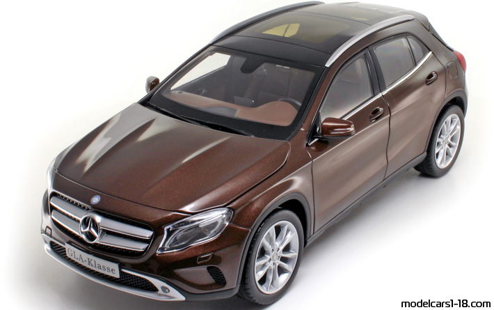 2014 - Mercedes GLA (X156) Norev 1/18 - Front Left Side