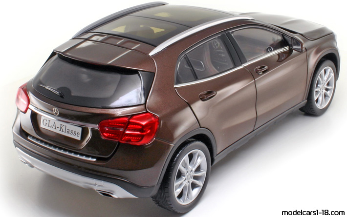 2014 - Mercedes GLA (X156) Norev 1/18 - Rear Right Side