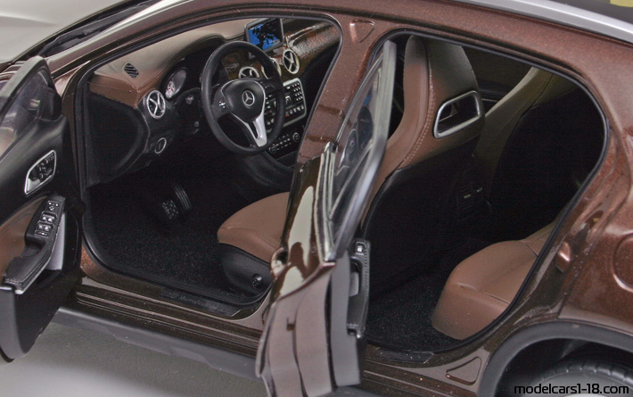 2014 - Mercedes GLA (X156) Norev 1/18 - Interior Dashboard
