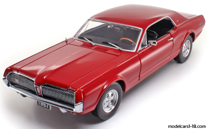1967 - Mercury Cougar XR7 Sun Star 1/18 - Front Left Side