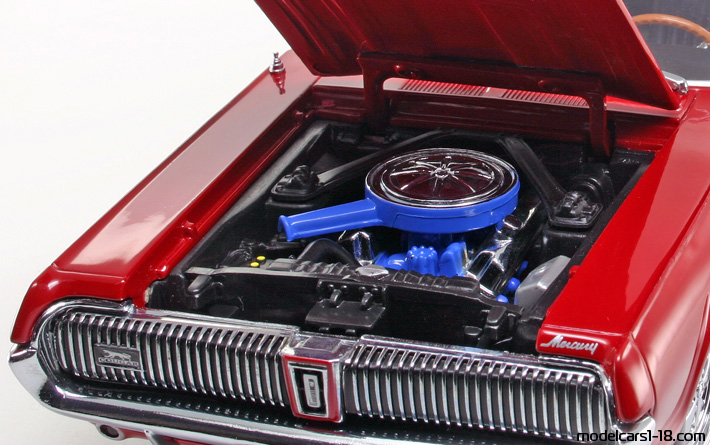 1967 - Mercury Cougar XR7 Sun Star 1/18 - Engine